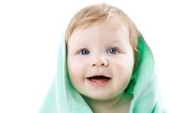 Chłopiec w zielonym ręczniku odizolowywającym Obrazy Royalty Free