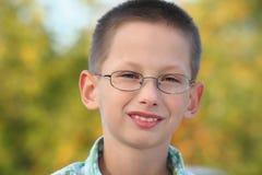 chłopiec wczesnego spadek mały parkowy portret zdjęcia stock