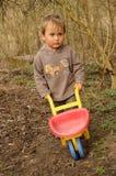 chłopiec wheelbarrow Zdjęcie Royalty Free