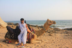 chłopiec wielbłąda morze Obrazy Royalty Free