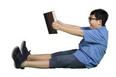 Chłopiec wyobraża sobie jeżdżenie z książką Obrazy Stock