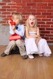 chłopiec wywoławczy emocj dziewczyny telefonu wrzask Obraz Stock
