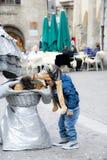 Chłopiec z śmiesznym psem Obrazy Royalty Free