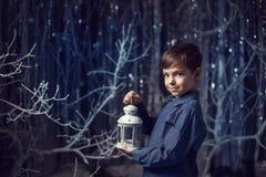 Chłopiec z białym lampionem Zdjęcie Stock