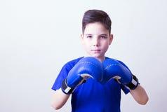 Chłopiec z bokserskimi rękawiczkami Obraz Royalty Free