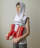 Chłopiec z bokserskimi rękawiczkami Fotografia Royalty Free