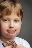 Chłopiec z czekoladą zdjęcie stock