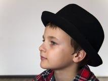 Chłopiec z czerwoną szkocką kratą Obrazy Royalty Free