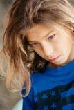 Chłopiec z długie włosy zdjęcia stock