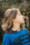 Chłopiec z długie włosy obraz royalty free