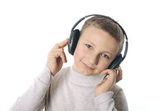 Chłopiec z hełmofonami Zdjęcia Royalty Free