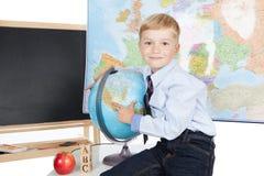 Chłopiec z kulą ziemską Obrazy Royalty Free