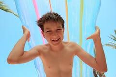 Chłopiec z lotniczą materac zdjęcia royalty free