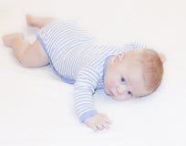Chłopiec z niebieskimi oczami target196_0_ przy kamerę Obraz Royalty Free