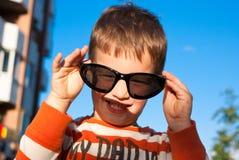 Chłopiec z okularami przeciwsłoneczne Fotografia Stock