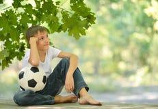 Chłopiec z piłki nożnej piłką Obrazy Royalty Free
