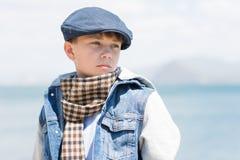 Chłopiec z poważnym spojrzeniem Obrazy Stock