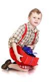 Chłopiec z prezentem w rękach zdjęcie stock