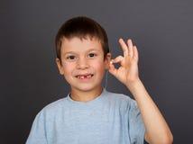 Chłopiec z przegranym zębem na nici Obraz Royalty Free