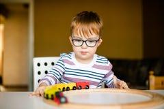 Chłopiec z syndromu świtem Zdjęcia Royalty Free