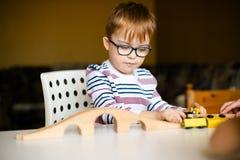 Chłopiec z syndromu świtem Zdjęcie Royalty Free
