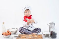 Chłopiec z szefami kuchni kapeluszowymi Obrazy Royalty Free