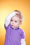 chłopiec zakłócał ręki głowy chwyt trochę Obraz Royalty Free