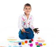 chłopiec zakrywająca farba Zdjęcia Royalty Free