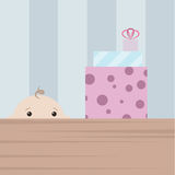 Chłopiec znaleziska bożych narodzeń prezenta pudełko. Niespodzianka dla dzieci Zdjęcie Royalty Free