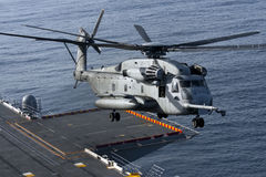 CH-53E Hubschrauber an Bord des USS Peleliu Lizenzfreie Stockbilder