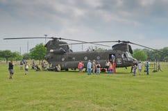 CH-47 Chinook och folk Arkivfoton
