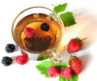 Chá e bagas Imagem de Stock Royalty Free