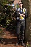 Chłodno faceta drzewo Obrazy Royalty Free