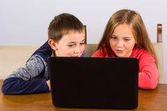 chłopak dziewczyny laptop Fotografia Stock