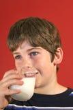 chłopak pije mleko pionowe Fotografia Stock