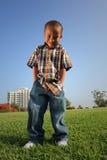 chłopcy trawa stanowi potomstwa Fotografia Stock