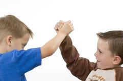 chłopcy wrestling fotografia stock