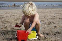 chłopiec budynku kasztelów piasek Obrazy Royalty Free
