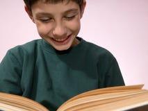 chłopiec czytanie Fotografia Stock