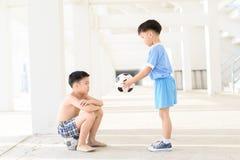 Chłopiec daje futbolowi Zdjęcie Stock
