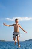 chłopiec doskakiwanie Obraz Royalty Free