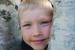 chłopiec drzewo Fotografia Royalty Free