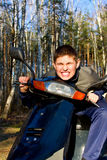 chłopiec hulajnoga zdjęcie stock