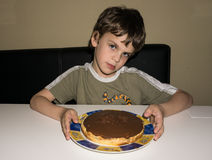 Chłopiec i handmade tort, osoba Fotografia Stock