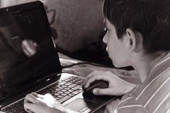 Chłopiec i komputer domowy Obrazy Royalty Free