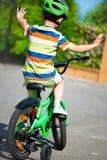 Chłopiec jedzie jego rower Zdjęcia Royalty Free