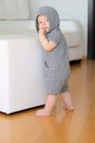Chłopiec jest ubranym hoodie z niebieskimi oczami Fotografia Royalty Free