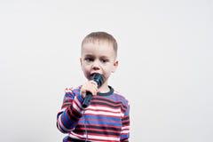 Chłopiec, mikrofon Obrazy Stock