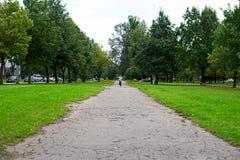 Chłopiec od daleko biega kamera Fotografia Stock