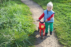 Chłopiec odprowadzenie Fotografia Stock